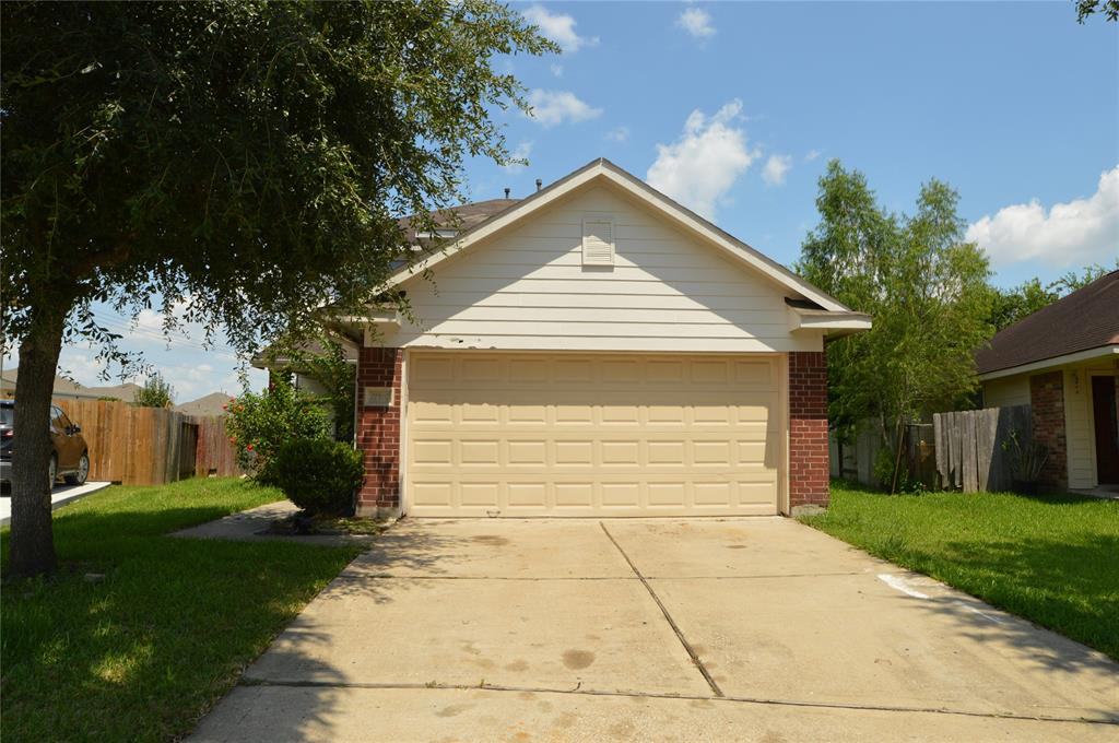 Great potential with this 2 story home  located in the Greenpark subdivision. Features include  4 bedrooms, 2.5 baths  with 2 car garage. Large backyard on a cul-de-sac lot. Primary bedroom downstairs, game room up. Perfect starter home or rental property. Call for details, today!