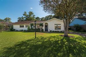18230 Point Lookout Drive, Nassau Bay, TX 77058