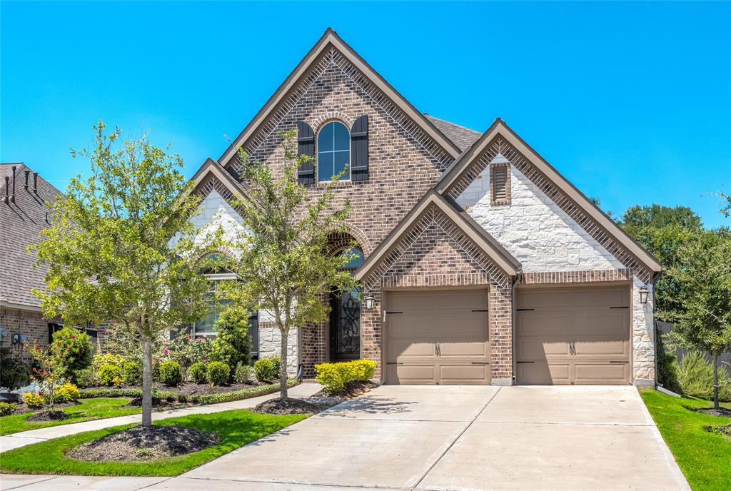 Spacious Harvest Green one-story is ready and waiting for you to move in. Built in 2017 and impeccably maintained with beautiful outdoor living space. This home perfectly balances the feel of an open concept floor plan with the coziness of defined rooms. 12-foot coffered ceilings. Handsome central gas-log fireplace. Kitchen features island with built-in seating space and reverse osmosis water filtration system. Owner's suite with frameless shower, jetted tub and walk-in closet. 4 large bedrooms with walk-in closets (2 with en suite baths) PLUS media room and office/study. Two side yards and no back neighbors! Relax on the covered patio featuring 2 modern ceiling fans to keep you cool. Freshly painted attached 2-car garage with new epoxy floor (Aug 2020). Award-Winning Harvest Green Community offers a fitness center, event hall, swimming pool, community gardens and more. Montessori and daycare located in the neighborhood. Top-ranked FBISD Schools. Call today to schedule a private tour.