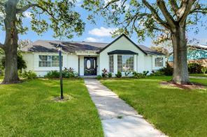 1810 San Sebastian Lane, Nassau Bay, TX 77058