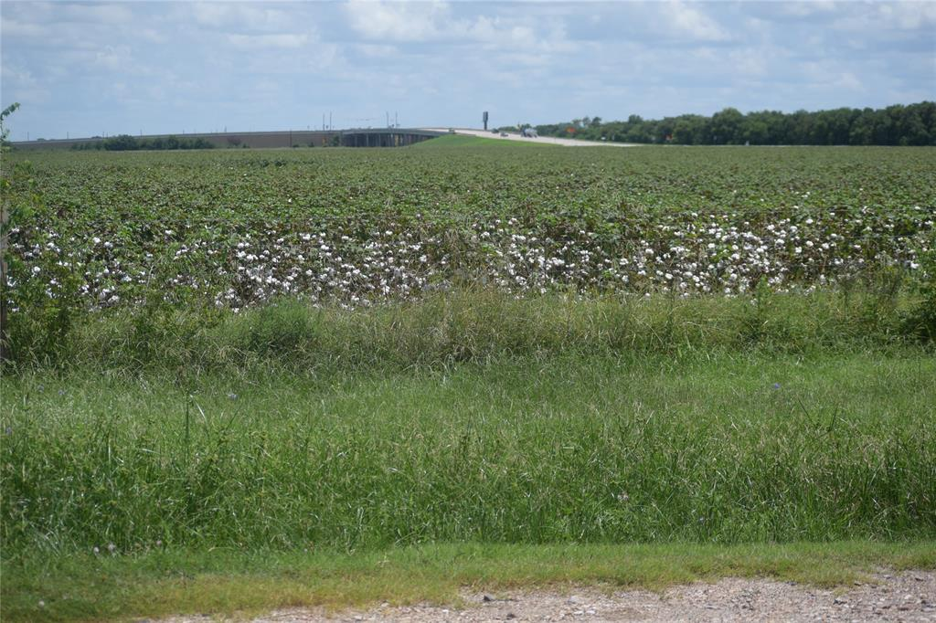 LOCATION LOCATION LOCATION!!! 10.923 Acres located in Rosenberg,TX off of TX-Spur 10 highway. This commercial property is less than 1 mile from TX Highway 59, giving visual access to two major traffic areas. Only 20 miles south of Houston, TX.