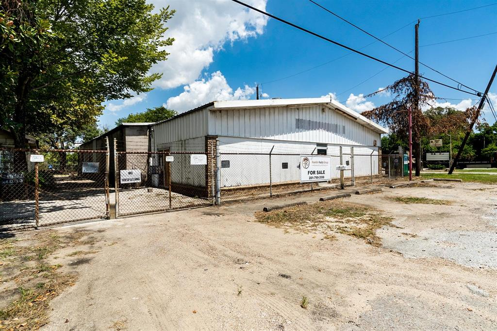 This 1AC +/- property is ready for its new owners. This sale includes two parcels of land. 16413 Market St is 30,000SF and includes a single family home of 1132 SF. This home could be rehabbed or removed to make room for the buyers needs. 16415 Market St includes an additional 10,000SF of land as well as a Steel/Cinder Block Warehouse of 5325 SF. This area is unrestricted so this property could be used for a mobile home park, laydown yard, commercial equipment storage or any other number of purposes. The possibilities are endless. These properties DO NOT come available very often so be sure to take advantage of this one!