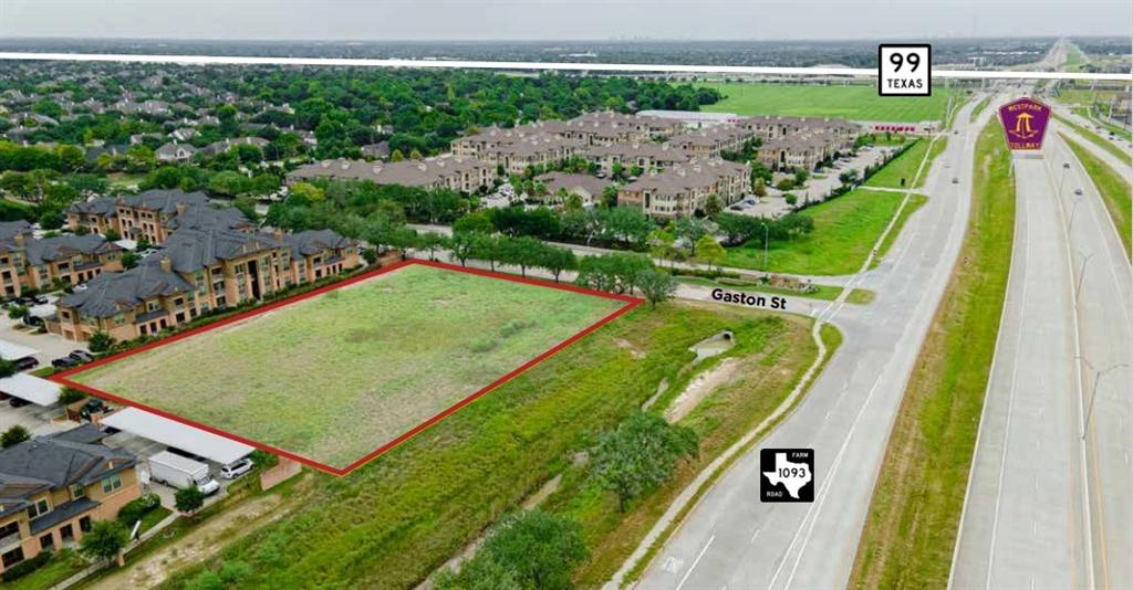 This 1.5 acre retail tract is in a superb location at the corner of FM 1093/ WestPark Tollway & Gaston Rd. The area is growing rapidly with three new apartment communities on either side of Gaston Rd along with existing and new construction homes all around. Excellent Katy ISD schools and first-class amenities attract families to the area, including La Centera at Cinco Ranch & The Shops at Bella Terra. This is an ideal location for a convenience store, gas station, daycare, fast food, bank, car wash, restaurant, fast food, coffee, or any retail free-standing or strip center.