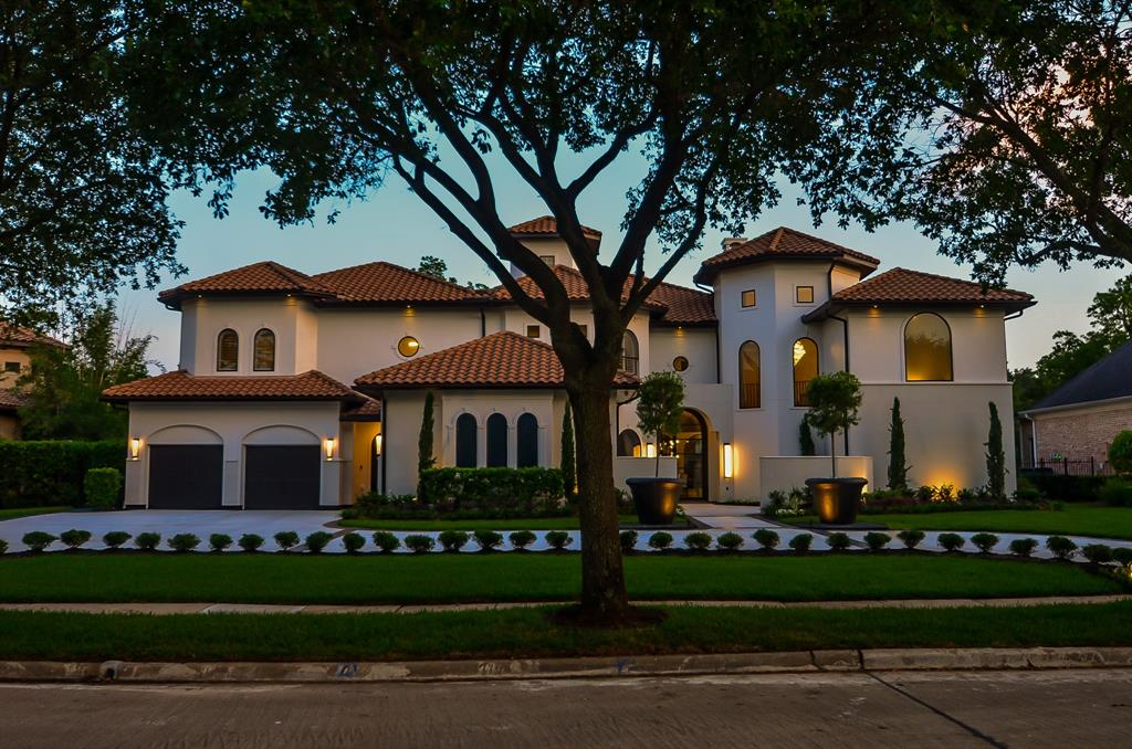 THIS EXQUISITE MASTER PIECE IS SITUATED ON A GORGEOUS GOLF COURSE LOT IN PRESTIGIOUS SWEETWATER! IT HAS BEEN COMPLETELY TRANSFORMED INTO AN INCREDIBLE SHOWPIECE!THE HOME IS CONCRETE CONSTRUCTION!THE MOMENT YOU DRIVE UP YOU,WILL DELIGHT IN THE INCREDIBLE STUCCO FACADE W/CUSTOM CUT STONE WORK,PRISTINE TILED ROOF&CIRCULAR DRIVE!THE INTERIOR IS AMAZING W/SUPERB HIGH END FINISHES THROUGHOUT!THE KITCHEN IS A CHEF'S DREAM!FEATURES INCLUDE HUGE ISLAND W/WATERFALL MARBLE COUNTERTOP,SUBZERO FRIDGE&FREEZER,WOLFE GAS RANGE W/POTFILLER,DESIGNER LIGHTING& BREATHTAKING POLISHED MARBLE CEILING!THE MASTER BATH IS UNBELIEVABLE&INCLUDE COPPER TUB,FRAMELESS SHOWER,STACKED STONE ACCENT WALL, STUNNING LIGHTING&BEST OF ALL A 2STORY PRIMARY CLOSET W/WET BAR!THERE ARE 2 PRIMARIES!THE RESORT STYLE BACK YARD FEATURES A HEATED POOL W/SHEER WATERFALLS,AN OVERSIZED SPA,A STUNNING FIREPIT&AN OUTDOOR LIVING SPACE W/TV&SUMMER KITCHEN!DON'T MISS THE OPPORTUNITY TO OWN THE MOST BEAUTIFUL HOME IN ALL OF FORT BEND COUNTY!