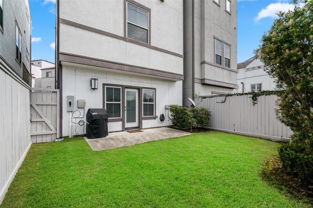 The fully fenced back yard is great for pets or back yard BBQs.