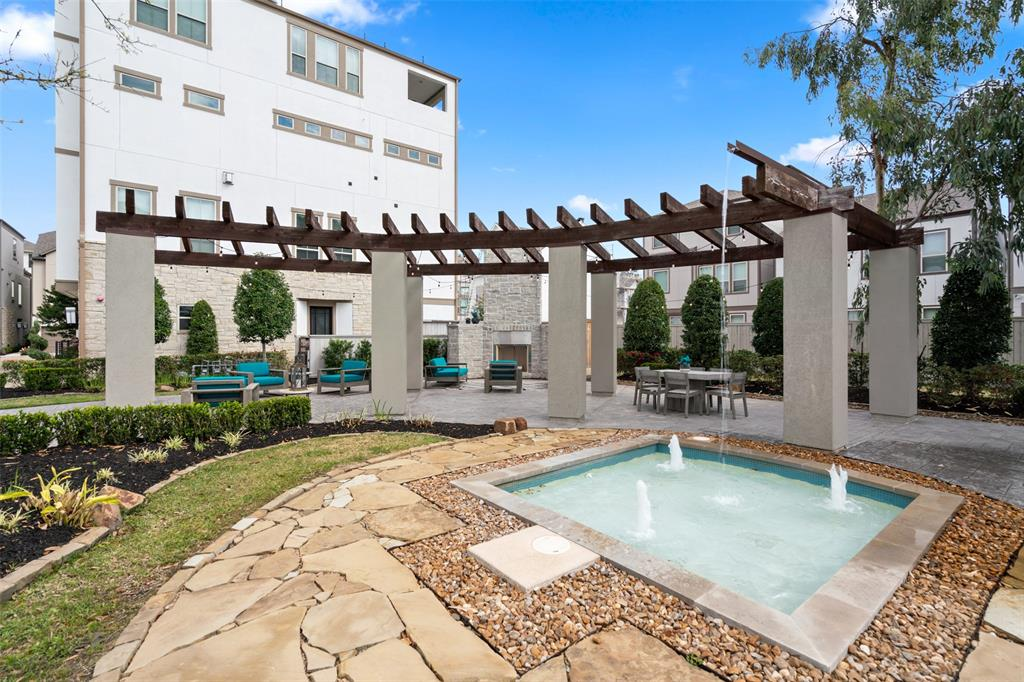 This community also has an outdoor patio/lounge area.