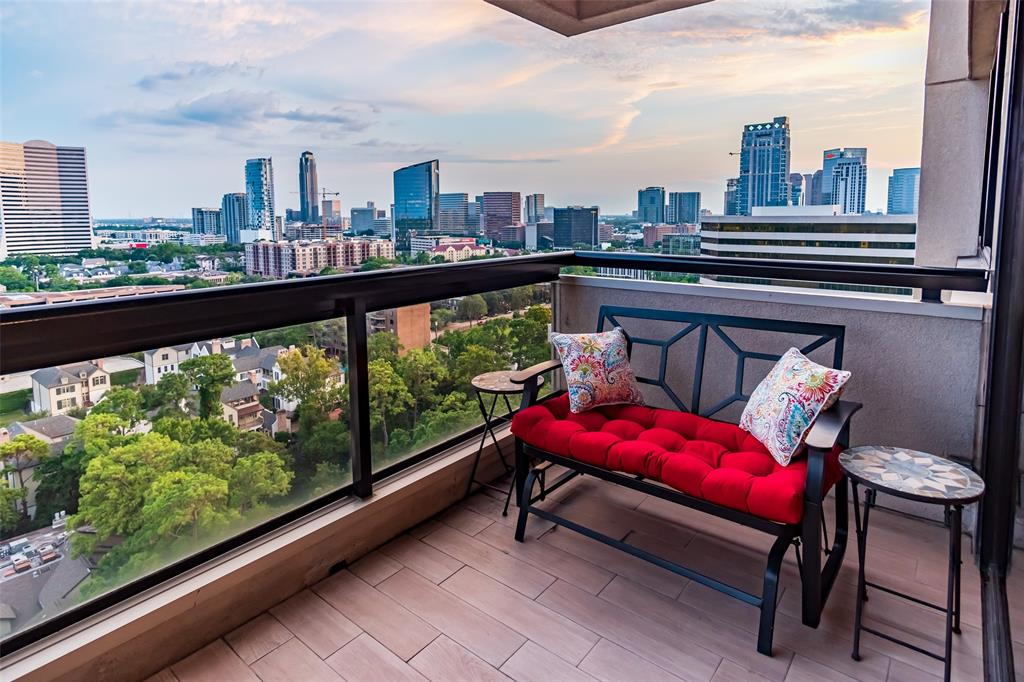 Imagine… sipping coffee or wine while relaxing on your HUGE private balcony, as you gaze upon a sweeping 180-degree panorama of central Houston: sunrise over Downtown, sunset over Uptown, broad blue skies in between, and millions of sparkling lights after dark! Absolutely stunning. And if you can take your eyes off the view, you'll find yourself in a comfortable and inviting living space, meticulously remodeled in 2017 to feature a wide-open plan that lets you appreciate those amazing views from almost anywhere within, complemented by tasteful contemporary design finishes throughout. Back at ground level, the Park Square community offers a large outdoor heated pool & wood deck, multiple party rooms, a fitness center, a steam sauna & hot tub... and of course, the friendly staff who know you by name and cheerfully offer concierge services whenever needed. ~ Wherever you may be, you can see this unique home for yourself with our interactive virtual tour. Tap the link and enjoy!