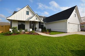 112 Dove Tree Lane, Lake Jackson, TX 77566