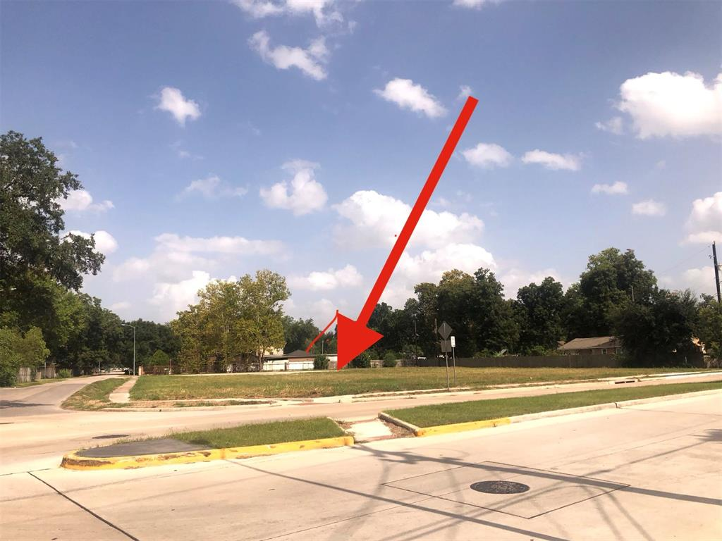 Fantastic CORNER LOCATION for commercial use.  Ideal for restaurant, c-store/gas station, or any business.  Great access to I-45 and HWY 59  Two tax accounts are included in this sale --  076-141-001-0015 and 076-141-001-0014     Parcel that is for sale does not include all land that is cleared.  It includes frontage on Fulton.  On Sunnyside there is a blue marker to show APPROXIMATE location of property line.  Buyer to verify measurements and allowable lot use. Parcel is across the street from 10407 Fulton