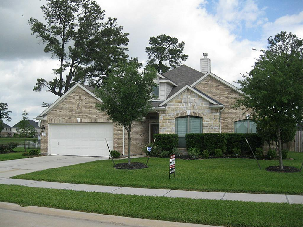 Comfortable one-story waterfront home with easy access to I-45.  Raised ceilings add to the sense of openness. A true home-office space for COVID remote working.  Award winning Klein ISD schools.