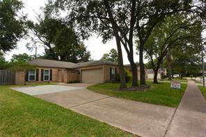 11922 Rocky Knoll Drive, Houston, TX 77077