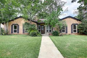 910 Hollow Tree Street, La Porte, TX 77571
