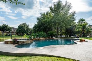 18615 N Thomas Shore Drive, Cypress, TX 77433