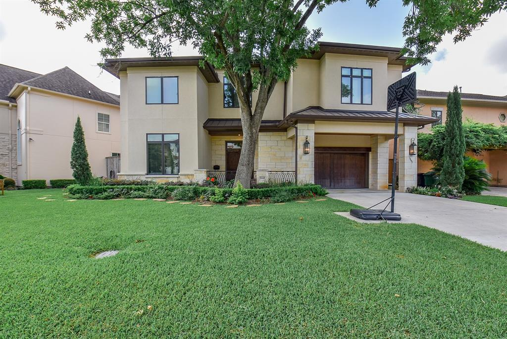 GALLERIA - LAMAR TERRACE ZONED TO ST. GEORGES ELEMENTARY and MANDARIN MAGNET SCHOOL- PRICED TO SELL!!!CHECK OUT THE VIRTUAL 3D TOUR! Immaculate Mediterranean/Contemporary entertainers dream home. Custom built by Sanctuary Builders. Open plan Chefs Gourmet Kitchen, Thermador  Range, double oven, walk in pantry, granite counters, wet bar, wine chiller with custom cabinets.Large family room and breakfast area. Hardwood floors, high ceilings, crown molding,brilliant lighting with tons of storage. This home has the natural lighting you like. Designed with smart living features.