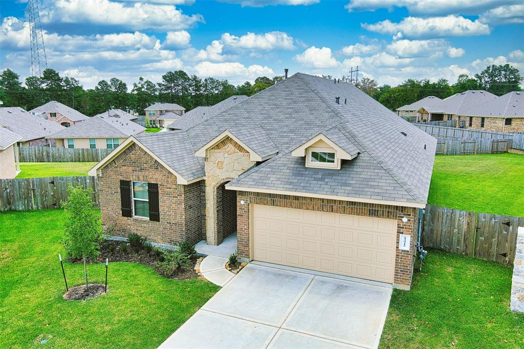 Come and look at this opportunity for lease, brand new home, never leaved in, beautiful one story home, features 4 bedrooms, 2 full baths, open plan, big kitchen, neutral colors. Nice sized bedrooms and a paradise backyard. Extraordinary location, close to FM1488 and I45, excellent Woodlands schools!!! You will have it all