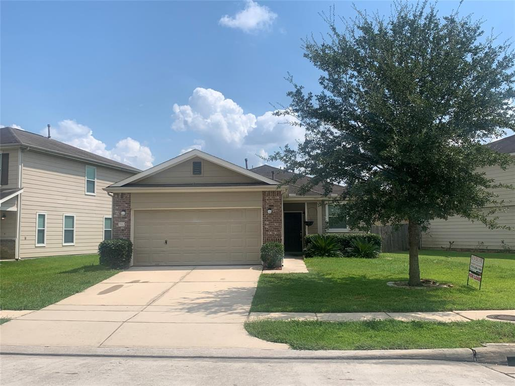 Perfectly located in Remington Ranch with easy access to 45 and quick access to Beltway 8.  This property will not last long, so schedule your appointment today.  Lawn maintenance is INCLUDED!!