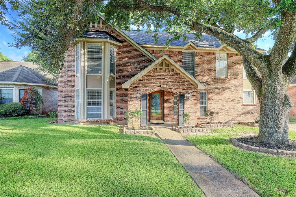 This grand live oak in the front yard offers a canopy of shade to the front of the home.  All of the second floor bedrooms look out on the expansive front yard, with tree house views.