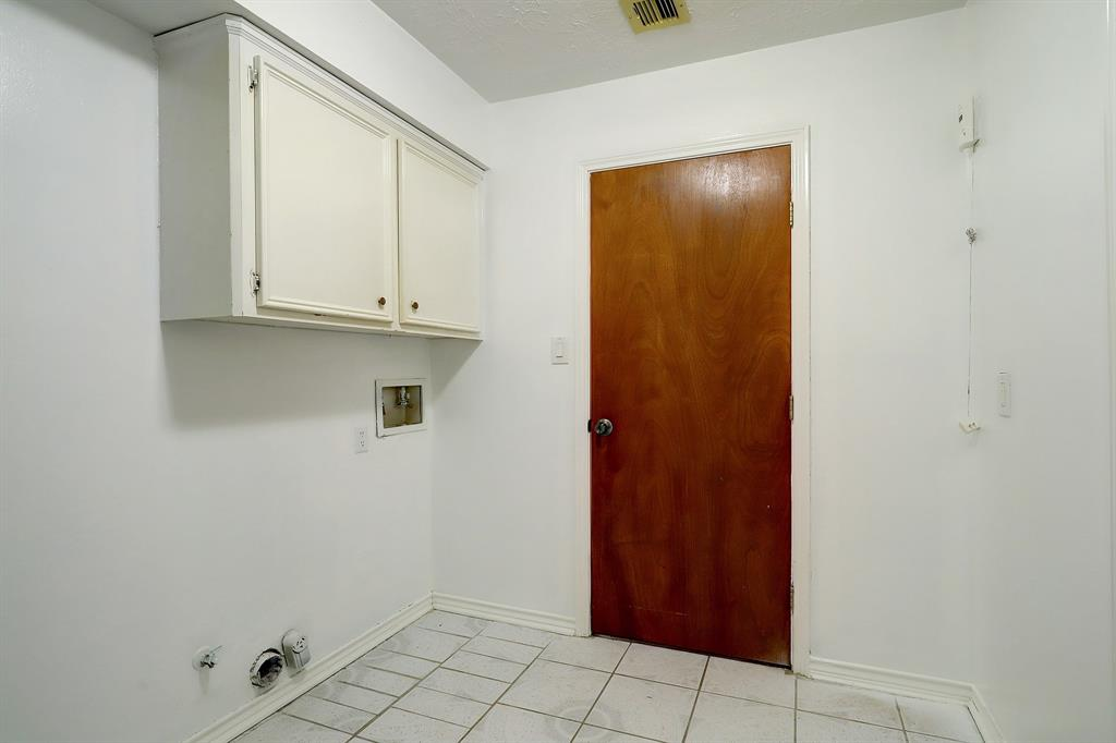 The laundry/mud room is set up for a side-by-side washer dryer.  The door leads to the breakfast room