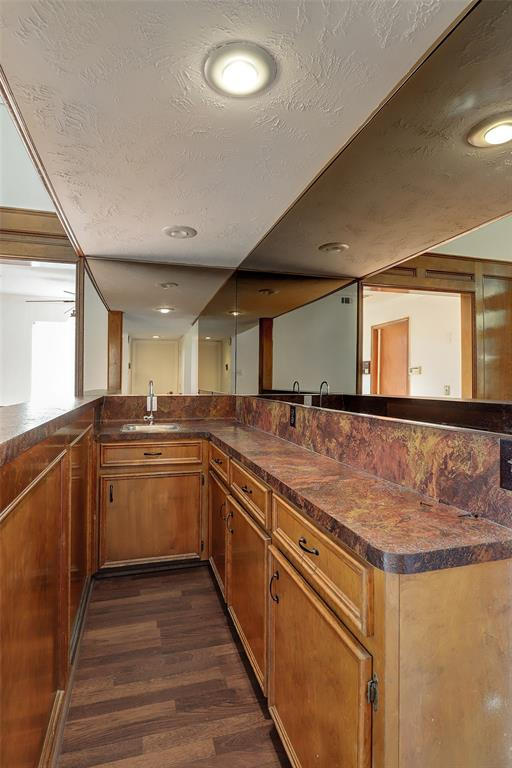 The wet bar includes valuable additional cabinet space.