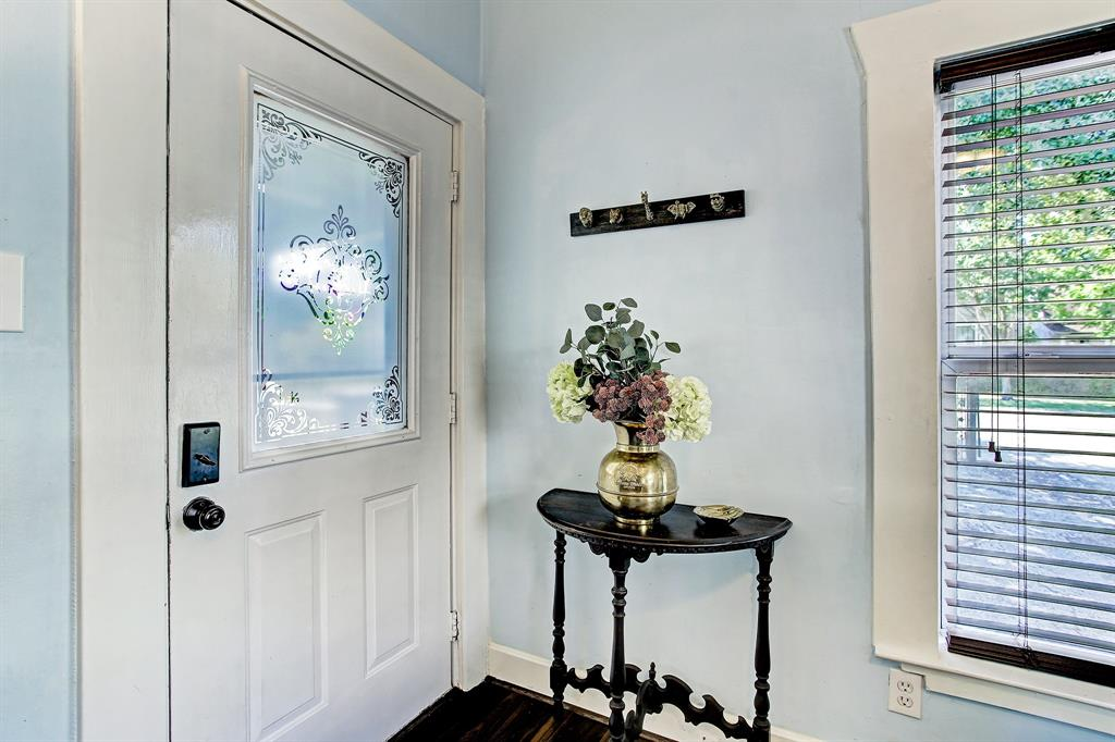This darling entry is complimented by a traditional etched glass front door, and a spot to hang coats, leashes and small bags.