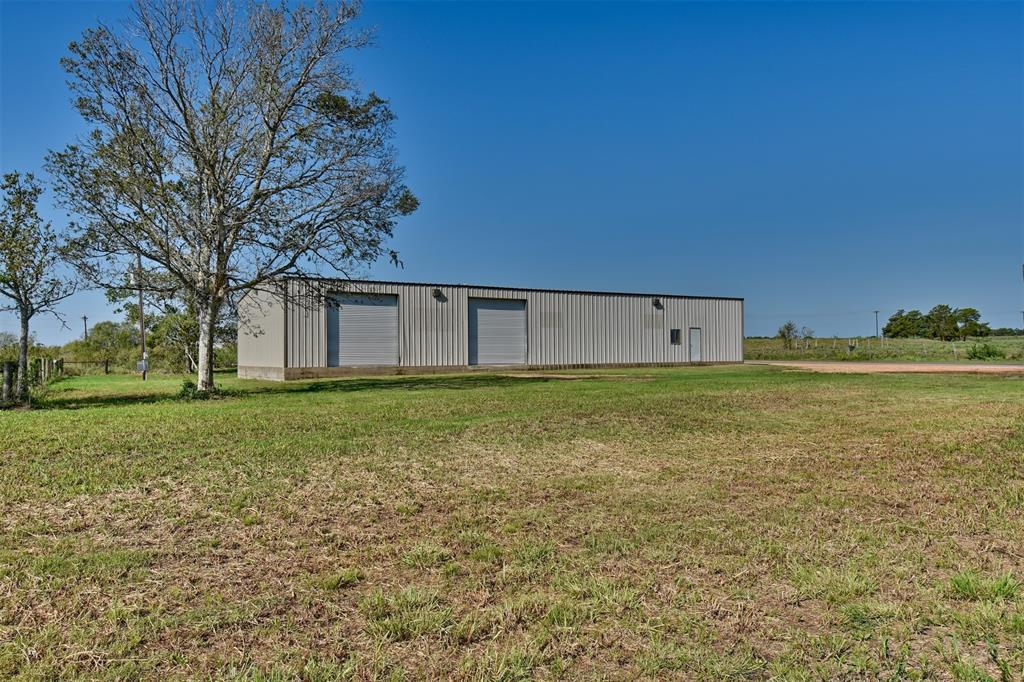Great business opportunity!! This 5,000 square foot building is a blank slate. With a large lot and a parking lot, you could easily operate a business out of it. Great exposure being on the corner of FM 2239 and CR 209.