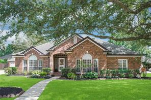 409 Golden Leaf Drive, Friendswood, TX 77546