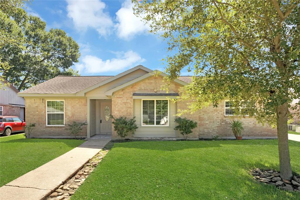 This newly remodeled one story 4/2 home that is locate in The Meadows Place and in the desirable Fort Bend ISD has never flooded. This home has high ceilings in the living room and a fairly large common area. Quartz counter tops, tile and laminate flooring throughout the entire home.  Offers new appliances and cabinets. You just have to come and take a tour won't be disappointed.