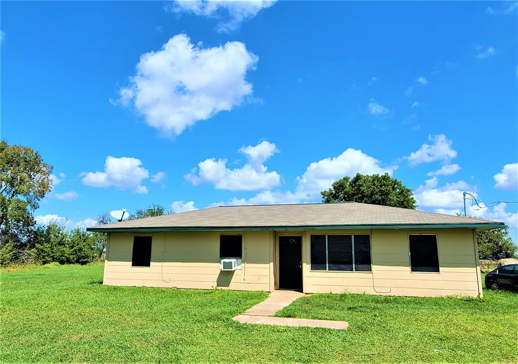 **NO IN PERSON SHOWINGS UNTIL SATURDAY, OCTOBER 3** THIS HOUSE IS BEING SOLD AS-IS AND IS PRICED TO SELL QUICK! More pics coming soon! Serenity is calling on this 4 bed, 1 bath nestled on 4 acres of land in Beasley! Investors welcome, this would be a great fixer-upper opportunity. Laminate floors in kitchen and carpet throughout. With mature trees, quiet country roads, and space for horses or farming. While there are two horses on the land, they do not stay. All appliances stay with the property! There is a sprinkler system in the backyard as well.