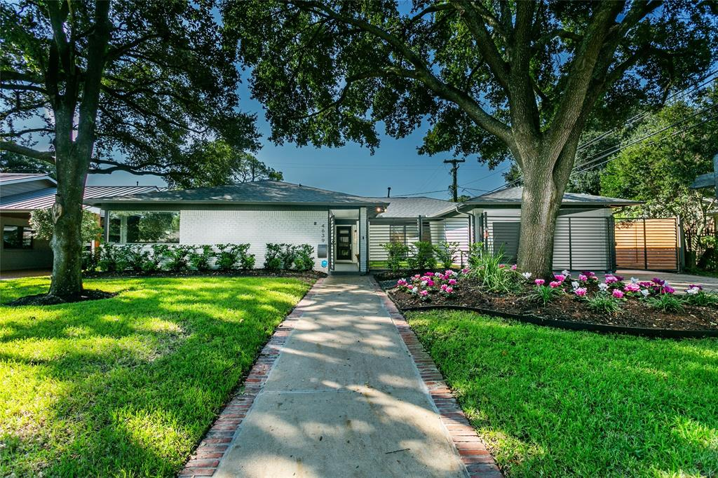 Sophisticated, light-filled one story with impeccable updates throughout. Rarely available four bedroom three bath on 9000+/- sqft lot in exclusive, deed restricted, inner loop enclave of multimillion dollar residences on meticulously  maintained, tree-lined streets, boulevards and greenbelts. Beautifully proportioned, open family/dining/kitchen plan features rich hardwoods and glass wall exposures to enclosed courtyard and backyard. Well appointed cook's island kitchen features functional slab quartz countertops and backsplash create an impressive space for family and friends. Split floorplan enhances privacy of primary suite with dual walk-in closets and sumptuous bathroom with dual sink vanity, soaking tub and separate shower. Large, flex room could be fourth bedroom, office, playroom or second living area. Pristine, move-in condition and walking distance to the finest dining/shopping venues in Houston.