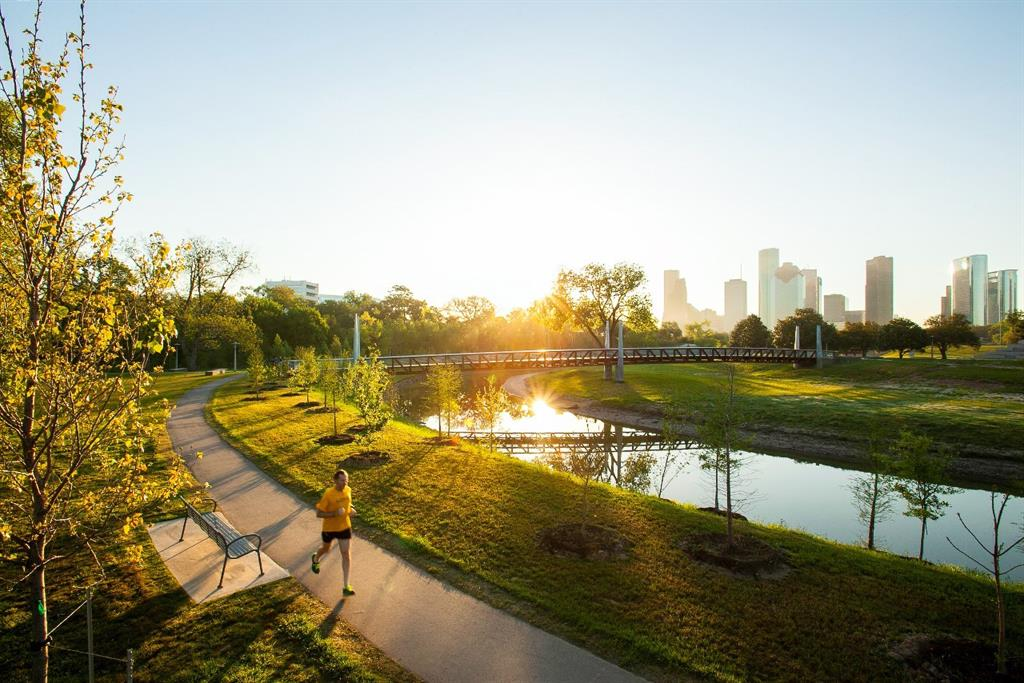 Enjoy the open spaces and jogging trails at nearby Buffalo Bayou Park