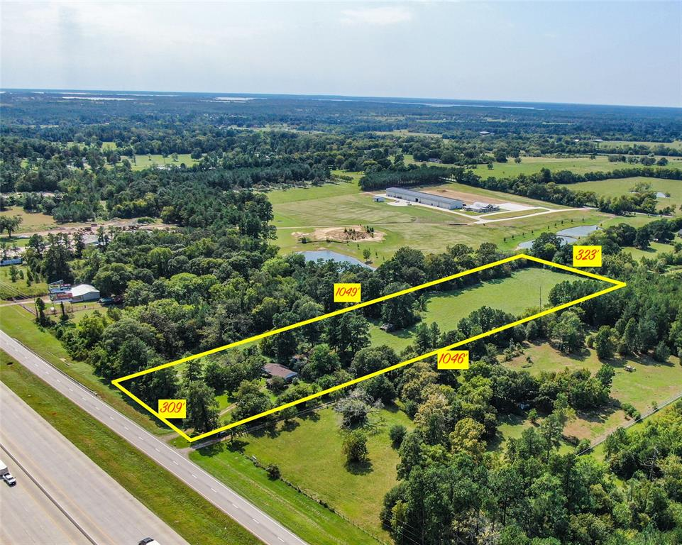 FANTASTIC OPPORTUNITY AVAILABLE- NORTH MONTGOMERY COUNTY! Awesome +/- 7.5 COMMERCIAL ACRES in Willis TX! Here you have 309 feet of INTERSTATE 45 ROAD FRONTAGE! Plus approx. 1284 Sq.Ft. single family home.