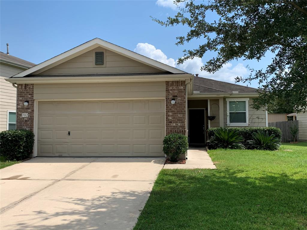 This cozy home is ready for you to make it your own. Freshly painted walls and perfectly located within minutes of I-45, Beltway 8, and Hardy, this home is perfect in every way.  Don't miss out on this wonderful opportunity. Schedule your private tour today.