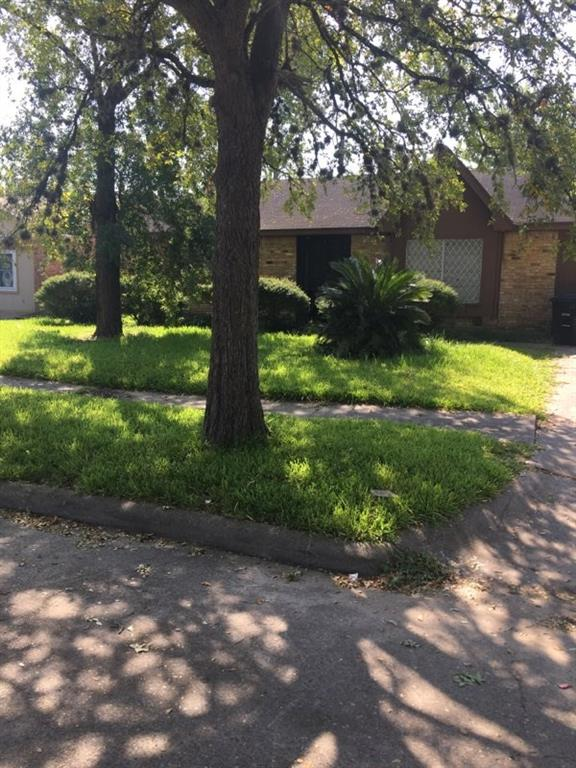 This quaint 3 bedroom home will not last long in sought after location!! Tons of outdoor space for all of your outdoor NO SHOWINGS UNTIL FURTHER  NOTICE!!! OWNER IS CONTINUING TO RECEIVE REASONABLE  OFFERS!!!!
