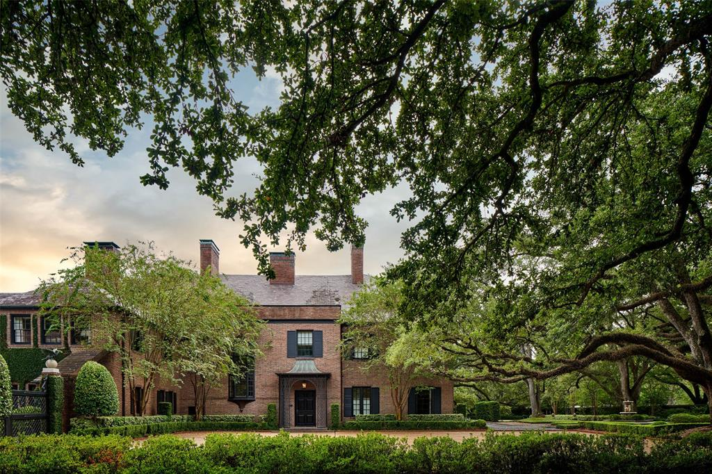 This Classic Georgian-style estate designed by Harrie T. Lindberg and John Staub in 1921 for the D.D. Peden family is situated behind the gates of Shadyside in one of Houston's most exquisite communities. Comprised of a select 17 homes this jewel is situated on just under two acres.  Ageless old Oaks and impeccably groomed landscape surround this one of a kind architectural masterpiece.