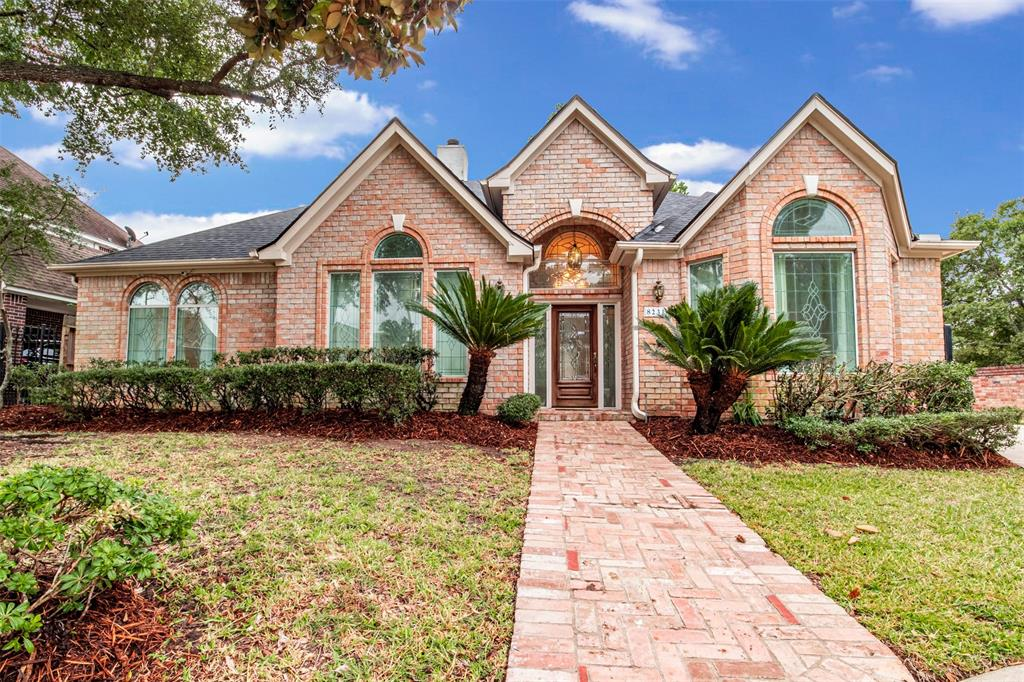 Want a great home in the acclaimed Klein school district? Look no further!   3 bed 2 baths in champion forest!