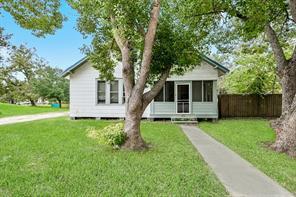401 E Myrtle Street, Angleton, TX 77515