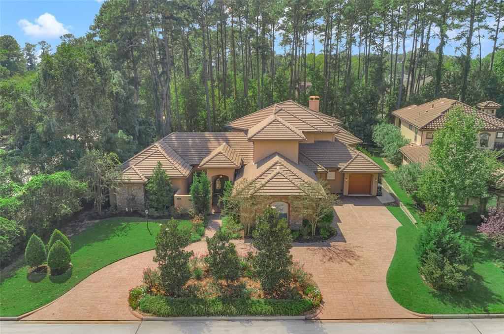 Extraordinary Custom Estate in gated lakefront Bentwater subdivision w/separate 975 SF guest quarters incls kitchen/bath/utility/living/BR...ON 2 LOTS! This 4BD/4.5BA home features a private courtyard entrance, huge study w/built-ins, sunroom, backyard pool paradise & private grounds. Entertainer's kitchen w/abundant cabinets, granite counters, SS appliances, breakfast room, open view to familyRM & sunny windows to catch scenic views. Luxurious Master Retreat w/ sitting area & spa-like En-suite bath & lrg closet. Upstairs has sizeable secondary bedrooms w/adjoining baths, GMRM & Media Room and Balcony. Private back yard w/ no neighbors behind you…EVER! Oversized circle drive, 3-Car Garage w/ 4th separate garage that leads to private quarters. Lush landscaping, mature trees, gorgeous pool & spa. Plenty of room for entertainment! Enjoy life, like you're on a vacation with access to the country club, THREE 18-hole championship golf courses, the yacht club, sports club, 24hr manned gate.