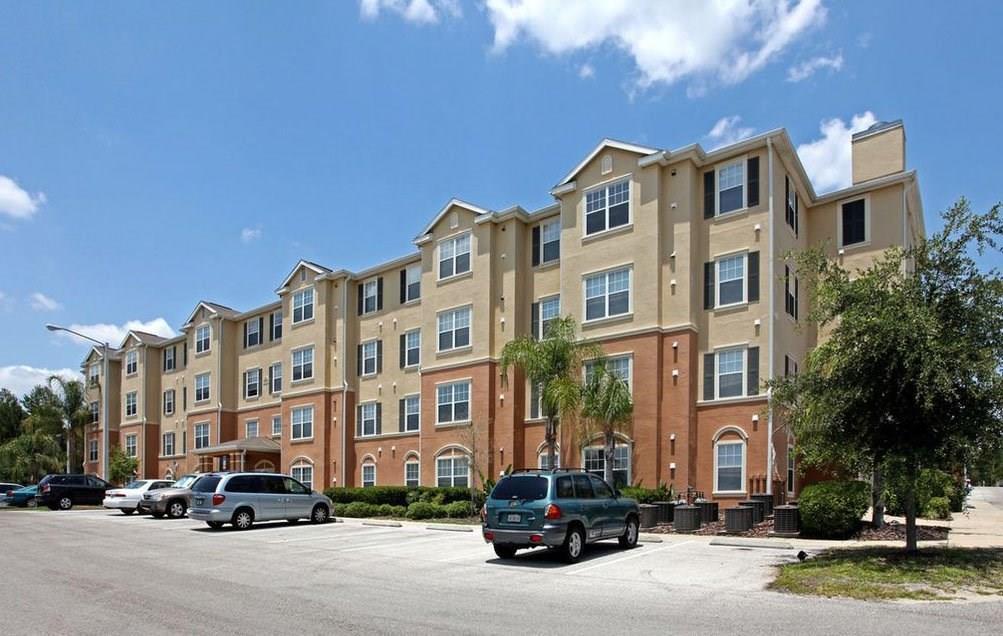 2400 Silver Pointe Circle, Leesburg, FL 34748