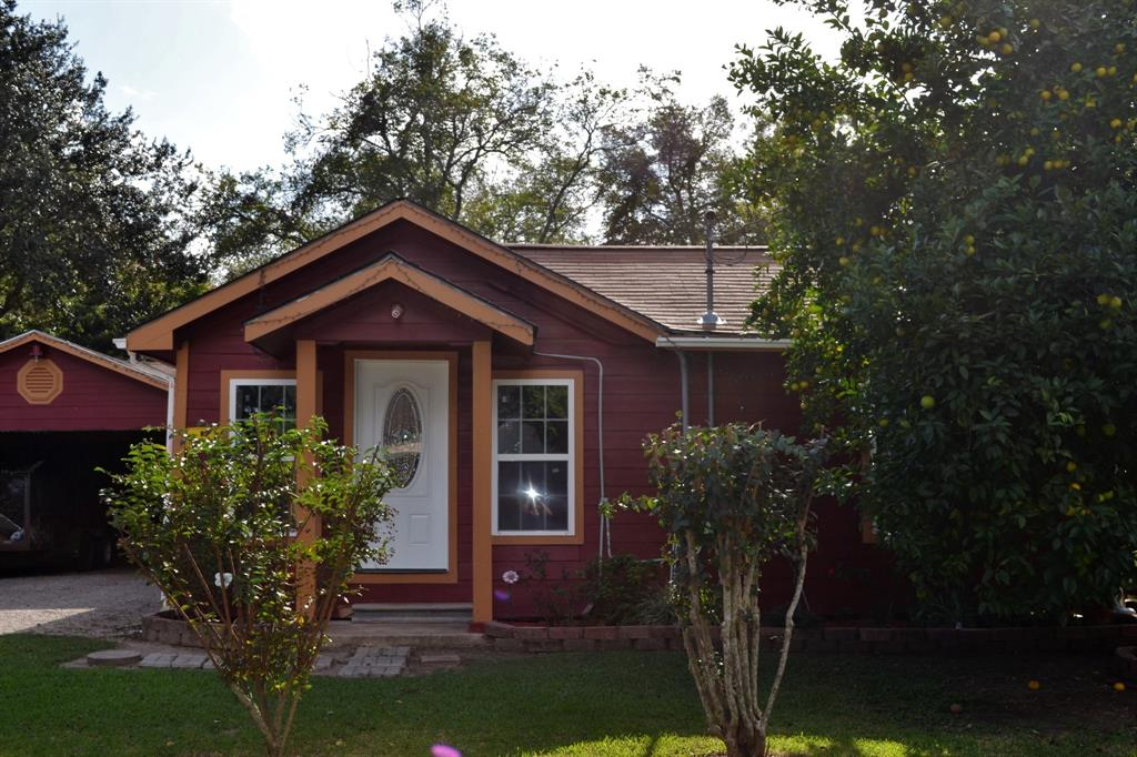 Recently remodeled 2 or 3 bedroom, 1 bath home.  The utility room is attached to the carport and features a 1/2 bath.  Fresh paint, beautiful wooden/laminate flooring throughout!  Looking for an adorable starter home in Boling ISD?  Then take a look at this property!