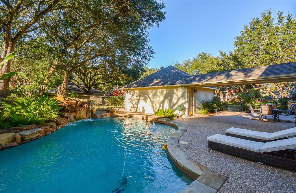 Beautiful home located corner lot in New Territory! 4 bedroom, 2 1/2 baths SALTWATER POOL, zoned to High rated Fort Bend ISD. NEW ROOF replaced 02/2020, SELLER put lots of love into this home! New moderns kitchen with quartz countertop, stainless steel appliances, white cabinet goes very well with grey backsplash. Dining room being used as Study/Office. Beautiful hardwood stairs, bamboo wood floors 2nd floor, remodeled bathrooms, his/her sinks in both baths. Don't forget the HUGE oasis backyard, amazing Pool with Hottub to enjoy both in summer and winter season.