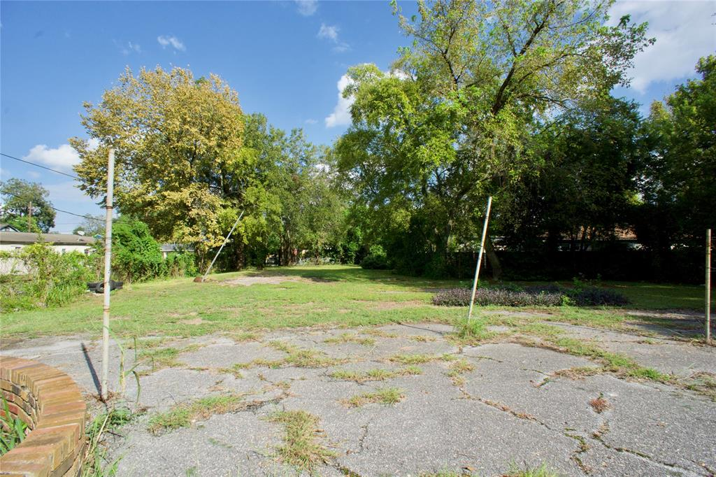 11,250 SF lot located just outside of Lindale Park. Lots can be subdivided for future developments. No restrictions.