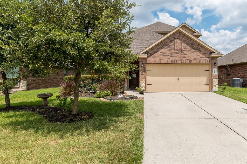 Beautiful 1.5 one-story home with an open floor plan and recently remodeled. Well laid out with 3 bedrooms downstairs and a large gameroom and 4th bedroom upstairs. The location is ideal for someone that wants to be close to The Woodlands or I-45.