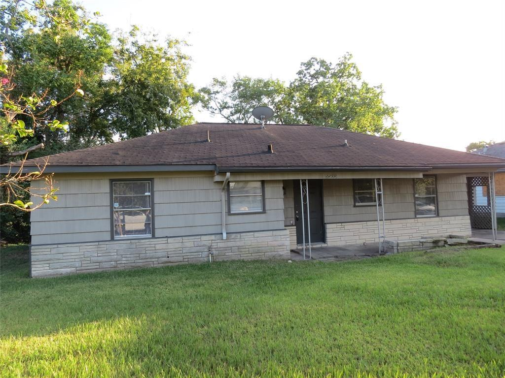ONE STORY, 3 bedroom, 1 bath with fireplace.  Open floor plan with light and bright kitchen, newly remodeled with fresh carpet and paint.  Fenced backyard with storage shed.  All bedrooms down.  Wood cabinetry with granite counter tops and stainless steel sink.  Hardwood flooring and tile in kitchen.  Tub/shower combo in the bath area.  Added sunroom to the home