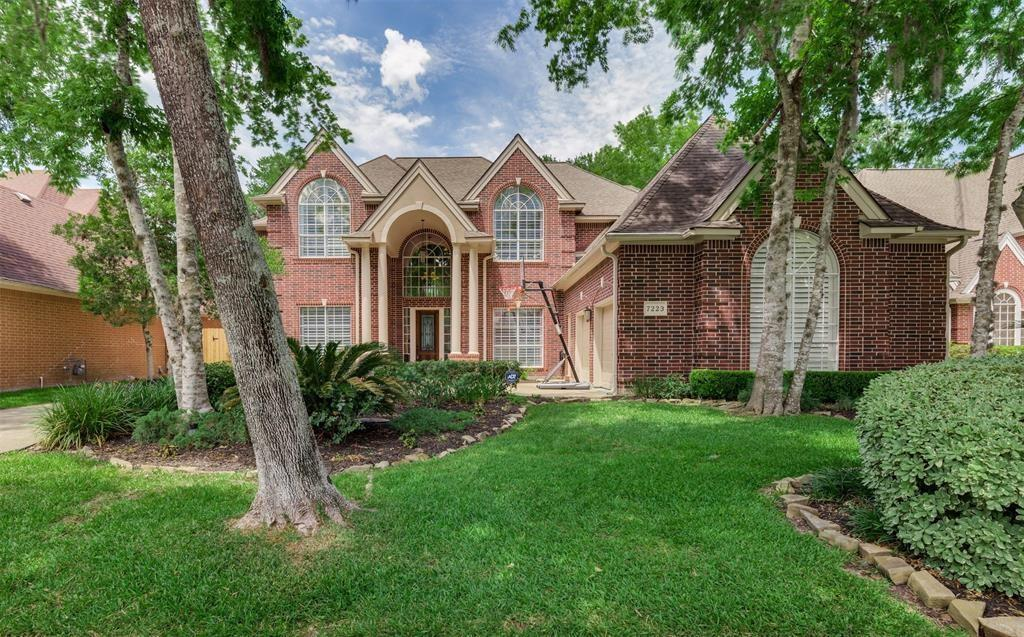 One of the most impressive Custom Showplace on Golf Course w\Pool\Spa\ $40K+ in upgrades! Spectacular Views of #2 Fairway. 2-Story Entry w\ curved updated Stair Case opens to Living Room w\Tall Windows overlooking GC\ Pool. Kitchen w\Granite\Tumbled Marble Back Splash, White cabinets, Double ovens. Opens to Family Room w\Double Fireplace\Tall Windows showcasing scenic views. Study w\built-in shelving. Granite counters\ M Bath. Upgrades include Hardwoods, Plantation Shutters,Lighting,Paint,Solar Screens, Hardware, Faucets. Two staircases. Use Bonus Room upstairs as Media, Play room or as valuable storage. Bonus Room is approx. 250 Square feet and not included in Square Footage!!!! ***DID NOT FLOOD***