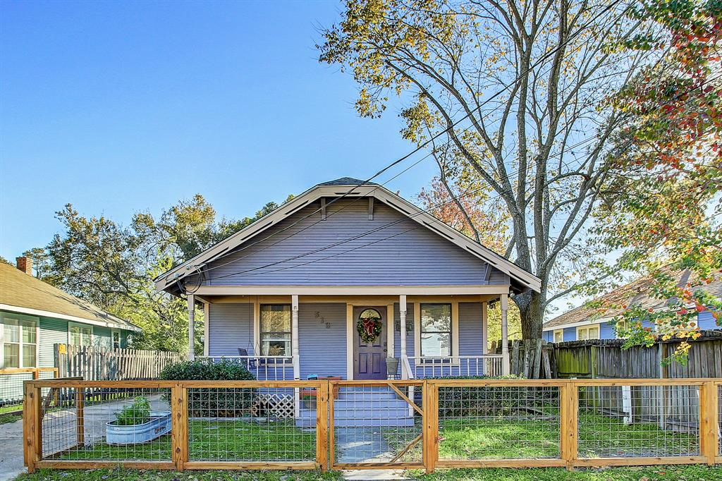 This adorable bungalow sits in the middle of the Heights, and is walking or biking distance to so much this area has to offer - restaurants, shopping, the Heights Blvd jogging trail and the