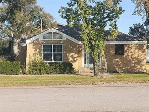 220 N Chenango Street, Angleton, TX 77515
