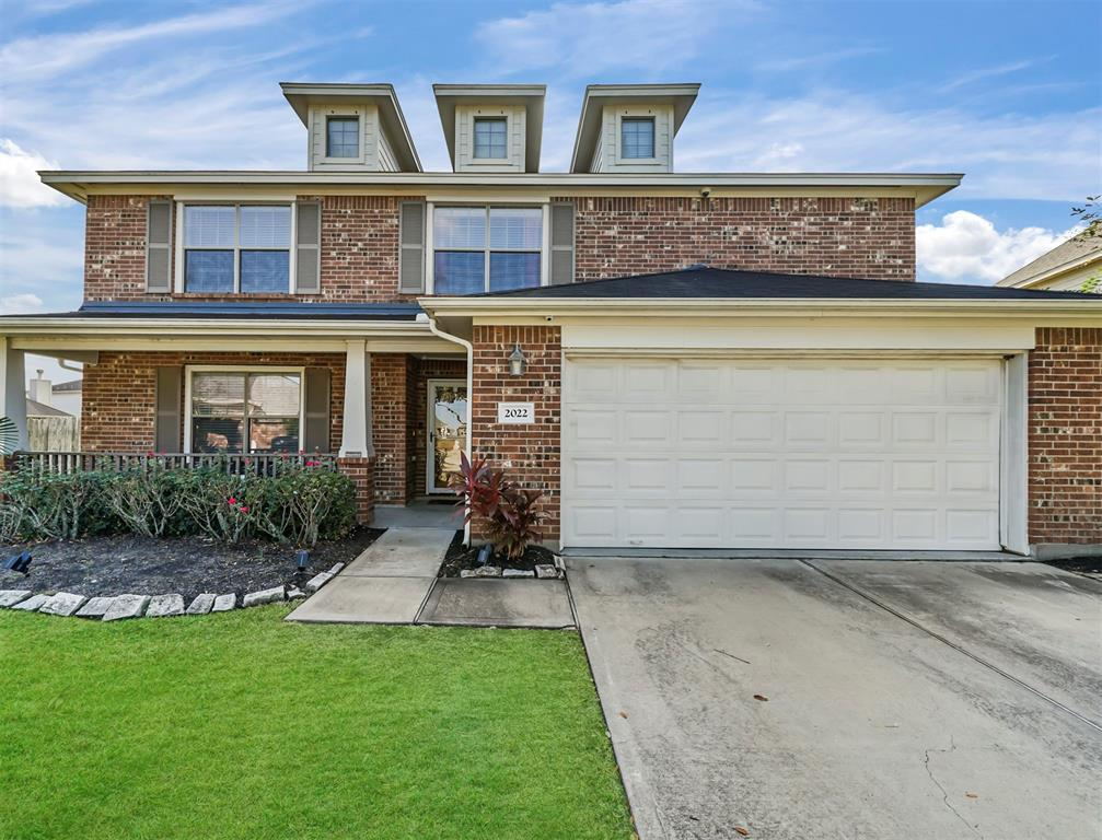 Come tour this beautiful 2 story home with a huge lot on a cul-da-sac. The possibilities are endless with the garage equipped with HVAC. In addition, an extra spacious game room and large backyard for entertaining guest is a hot feature. Conveniently located across the community park and walking distance to the community pool. Not to mention there is also a elementary school within  walking distance to the home. Schedule your showing ASAP! Room sizes to be verified by buyer.