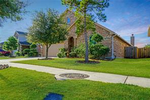 9818 Clanton Pines Drive, Humble, TX 77396