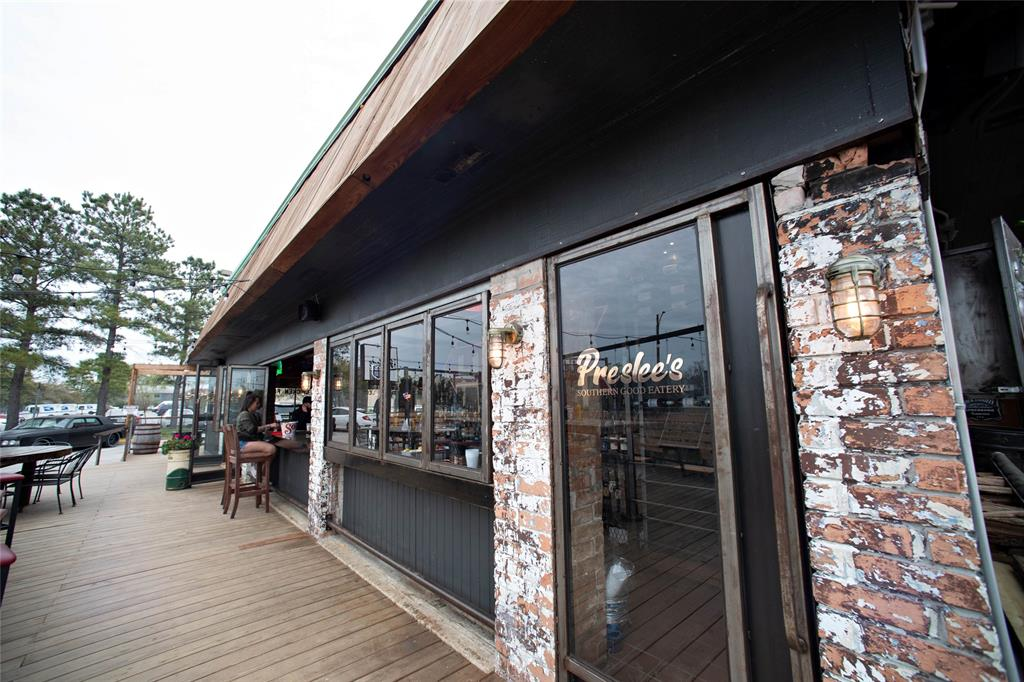 You'll also find some of the best restaurants and bars in Houston near this home. Preslee's, Rainbow Lodge, and Hughie's are just some of the gems within a short bike ride.