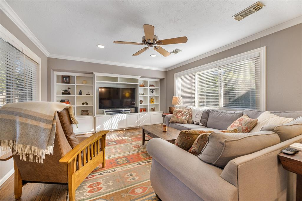 This large living room space is a rare feature in Timbergrove and offers a great space for entertaining. You are going to enjoy the built-in entertainment center and extra storage.
